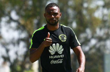 William da Silva saluda tras un entrenamiento con el América