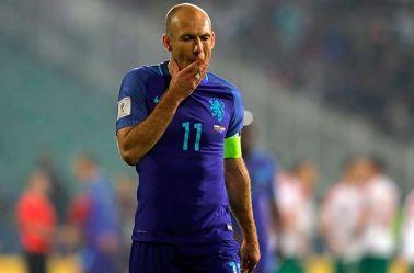 Arjen Robben se lamenta tras perder partido con Holanda