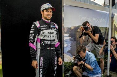 Checo Pérez posa para las cámaras