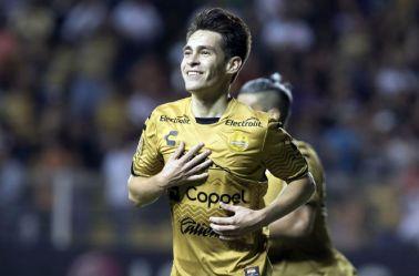 Ricardo Angulo festeja un gol con Dorados