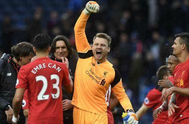 Mignolet festeja un triunfo del Liverpool
