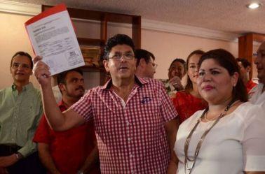 Fidel Kuri Grajales, tras registrase como candidato del PRI y PVEM
