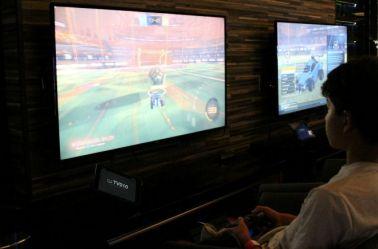 Gamers disfrutan del Rocket Street Live Arena