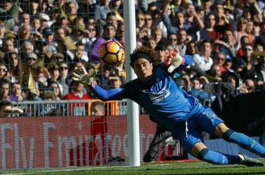 Ochoa ataja un disparo en la Liga de España