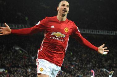 Zlatan festeja gol con el Manchester United