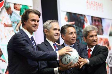 Berthold, Mancera, Negrete y Palacios posan en una foto