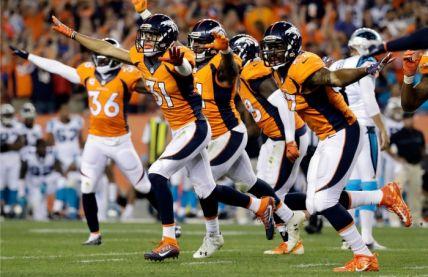 Los jugadores de Broncos celebran el triunfo inaugural