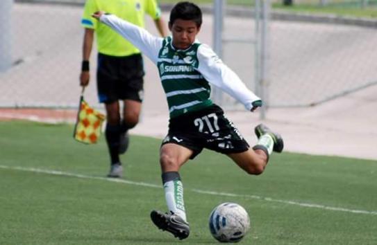 Ronaldo Zinedin en un partido con Santos