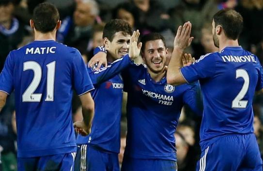 Los futbolistas del Chelsea celebran una anotación