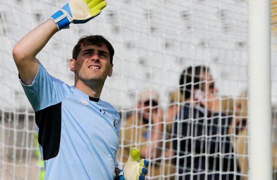 Casillas, en un partido con el Porto
