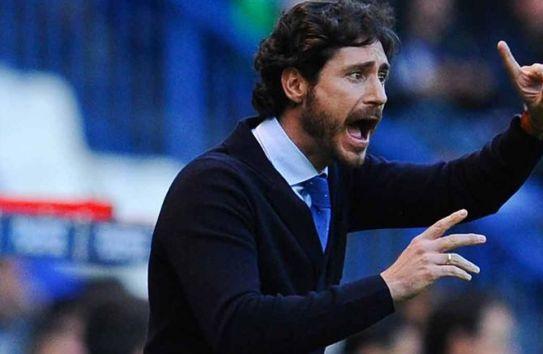 Víctor Sánchez dirige un partido del Deportivo La Coruña