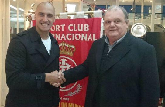 Nahuelpán es presentado con el Inter de Porto Alegre