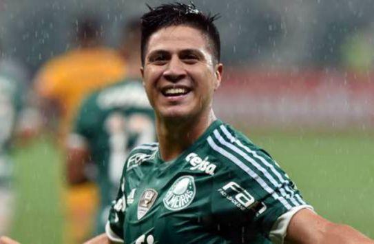 Cristaldo festeja un gol con el Palmeiras