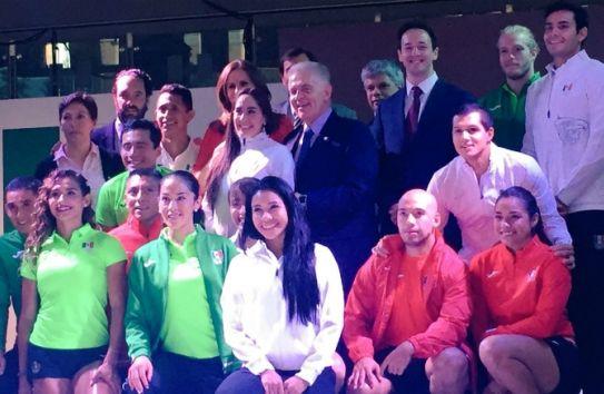Así lucen los uniformes para la delegación mexicana en Río