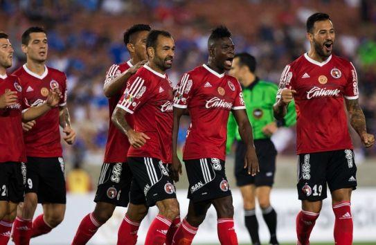 Los jugadores de Tijuana celebran uno de los goles frente a La Máquina