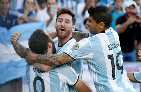 Gonzalo Higuaín en festejo de gol con Lionel Messi en la Copa América Centenario