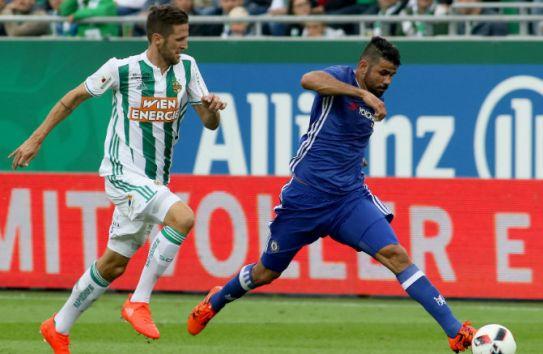 Diego Costa conduce el balón en juego de juego de pretemporada