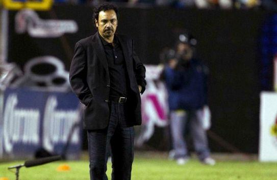 Hugo Sánchez en un partido de Pachuca
