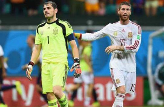 Ramos alienta a Iker tras una derrota de España