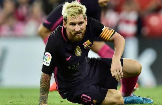 Messi, en el suelo durante el partido frente al Bilbao