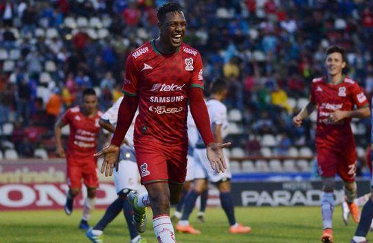 Roberto Nurse festeja uno de sus goles en Liga de Ascenso