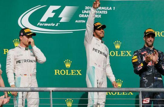 Hamilton celebra tras su triunfo en Austin