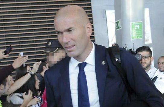 Zinedine Zidane a su llegada al aeropuerto