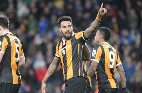 Tom Huddlestone festeja un gol con el Hull City