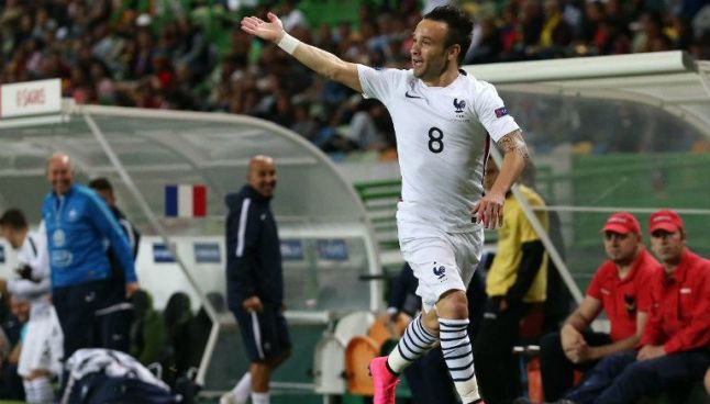 Mathieu Valbuena festeja con la selección francesa