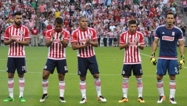 Jugadores de Chivas, antes del partido
