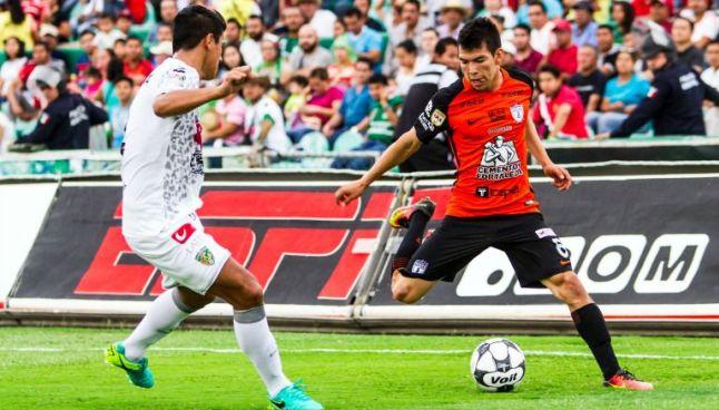 Hirving Lozano, durante un partido con Pachuca