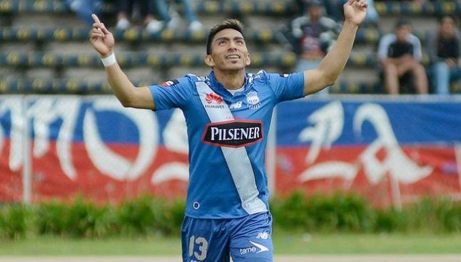Mena celebra un gol con Emelec