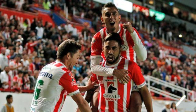 Barreiro celebra con sus compañeros su gol frente a Pachuca