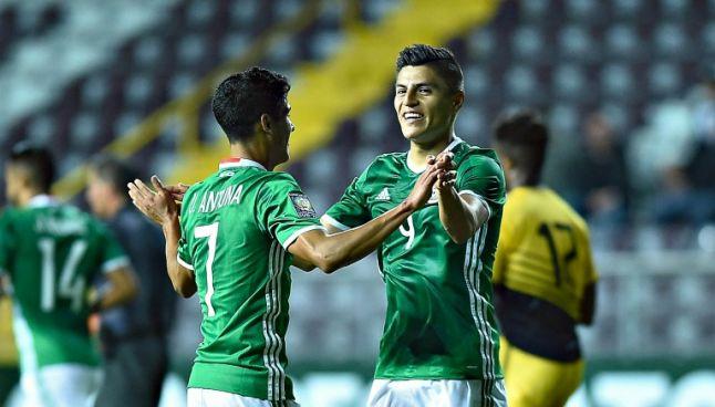 Ronaldo Cisneros festeja uno de sus goles con el Tri Sub 20