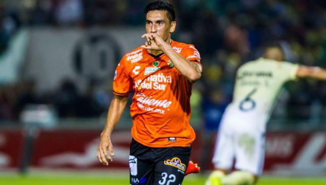Estigarribia celebra un gol con Jaguares de Chiapas
