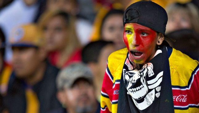 Un aficionado de Morelia durante un partido en el Morelos