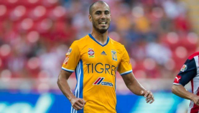 Pizarro, durante un partido de Tigres