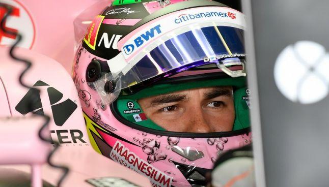 Sergio Pérez en su monoplaza rosa durante la sesión de calificación del GP Australia