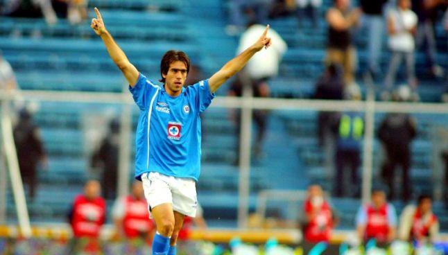 César Delgado celebra un tanto con Cruz Azul
