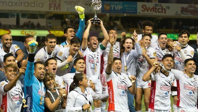 Jugadores celebran el campeonato del Ascenso MX