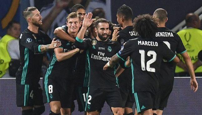 Jugadores del Real Madrid festejan un gol contra los Red Devils