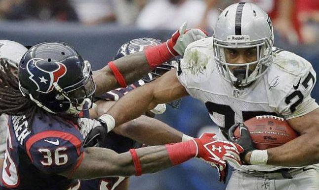 Momento del juego entre Texanos y Raiders