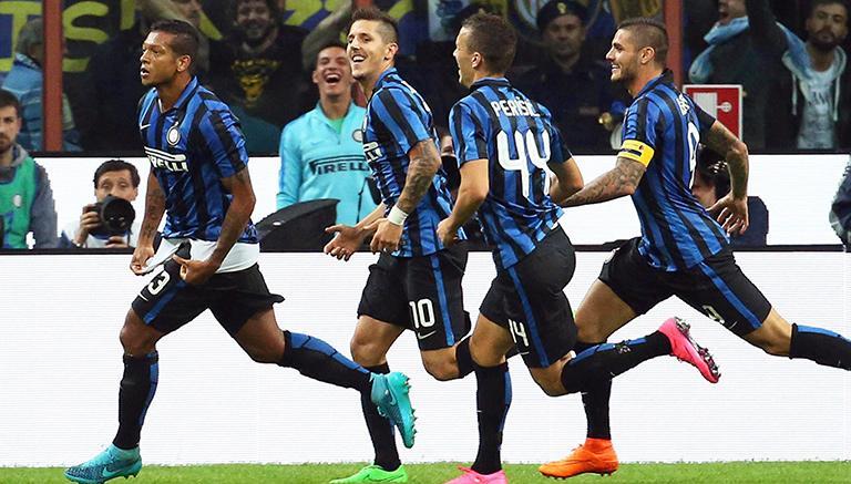 El Inter gana el derbi de Milán y lidera el calcio