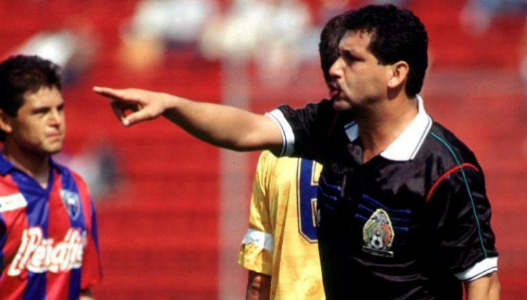 Pascual Rebolledo, realiza una marcación durante un cotejo