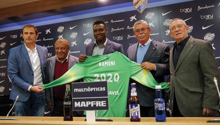 Kameni renovando su contrato con el Málaga