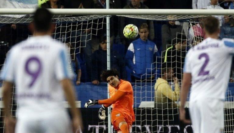 Memo Ochoa durante el partido con Málaga