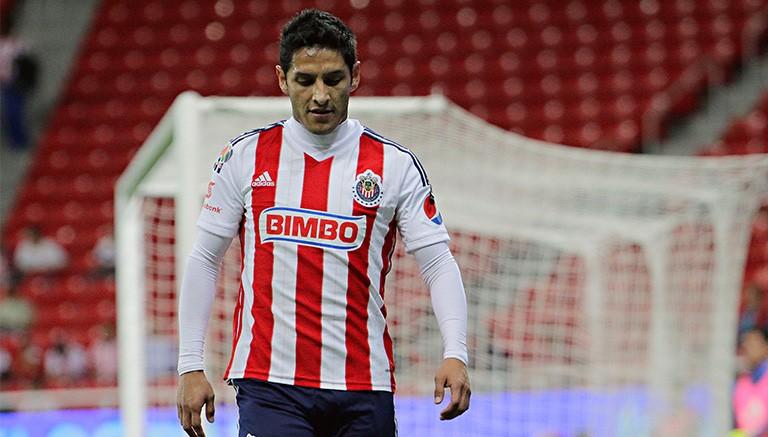 Ángel Reyna en un partido de Chivas