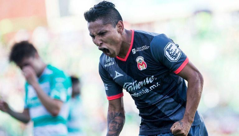 Ruidíaz celebra uno de sus tres goles frente a Santos