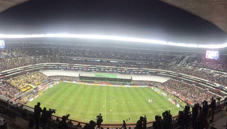 Afici n no responde para la ida del cl sico en liguilla for Puerta 1 estadio azteca