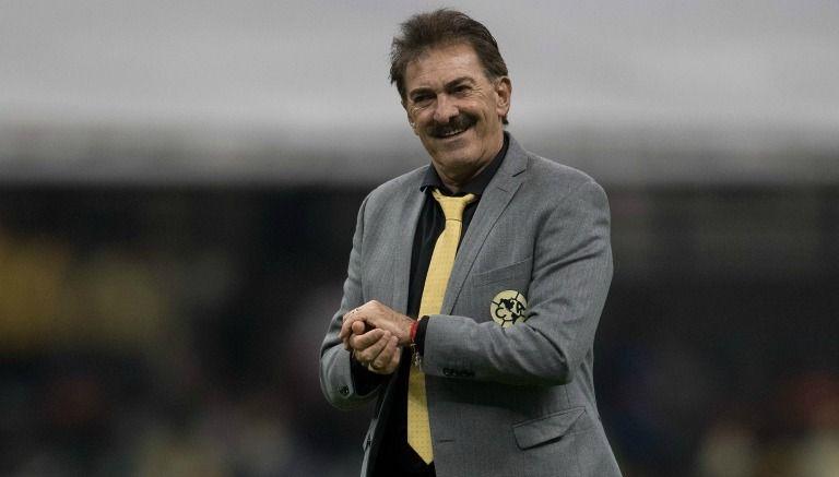 Ricardo La Volpe dirige el partido de América contra Puebla